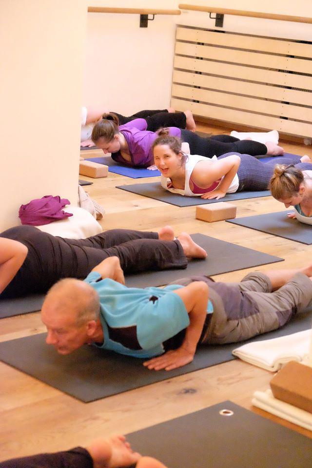 Vinyasa-Hatha-Yogalehrer-Ausbildung in München - Kathrin Thierfelder